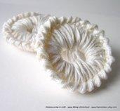 Coppia di bottoni grandi realizzati a crochet - uncinetto - bianchi -