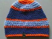 Cappello in lana a righe blu e azzurre, fatto a mano  all'uncinetto C 049