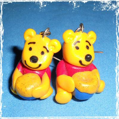 Orecchini Winnie Pooh in fimo, handmade, monachella anallergica