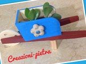 Cariolina impreziosita da fiorellino in pietra