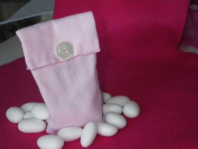 Elegante e semplice bomboniera a sacchetto