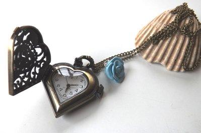 Collana con ciondolo orologio a cuore vintage e rosa in fimo,kawaii