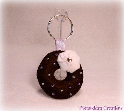 Portachiavi ciambella con strass e perline rosa/lilla - feltro/pannolenci
