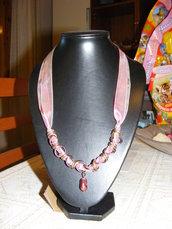 girocollo in organza con perla bordeaux