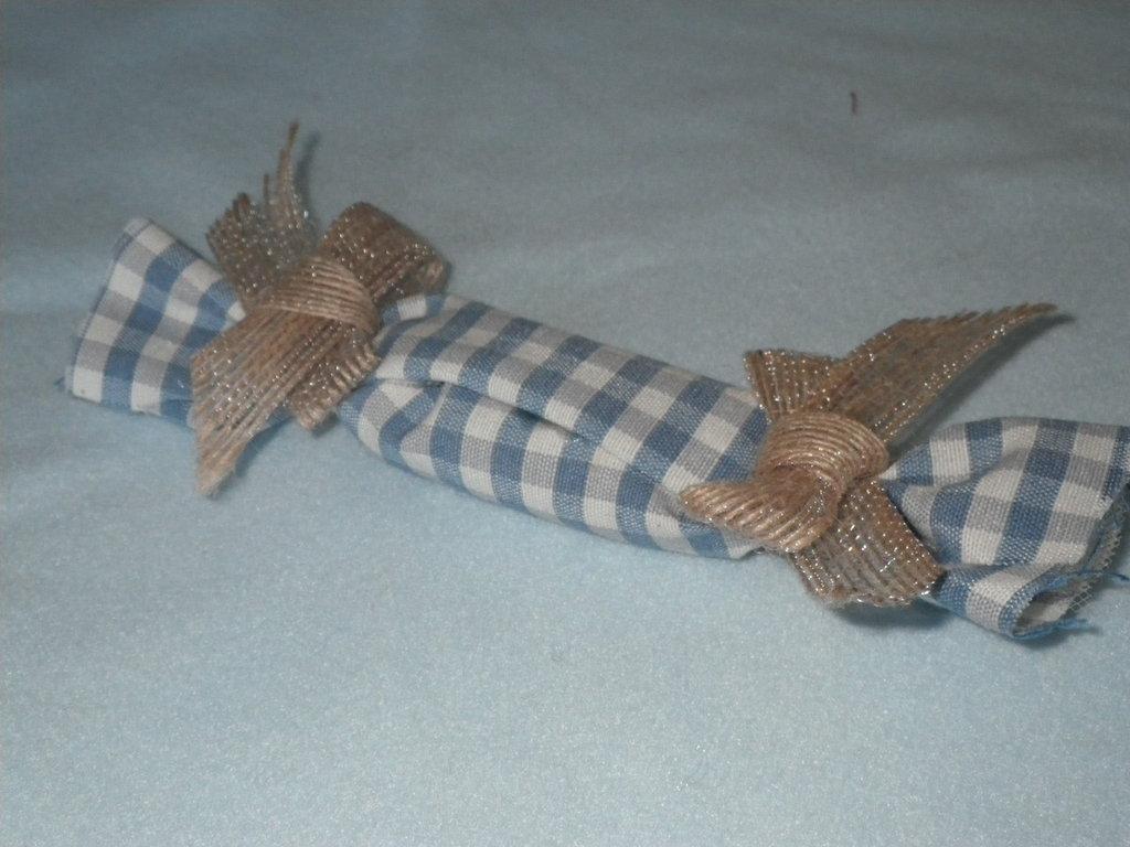 bomboniera in stoffa a quadretti in forma di caramella