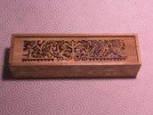 Astuccio porta oggetti in legno pirografato