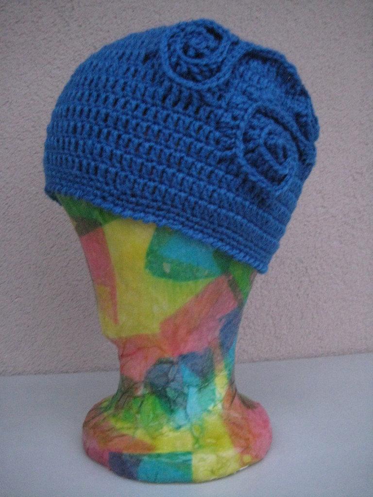 Cappello lana blu uncinetto