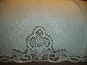 Asciugamani di lino ricamati a mano