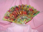 ventaglio multicolore con fori