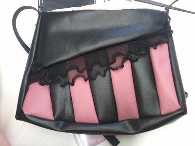 borsa a righe nera e rosa