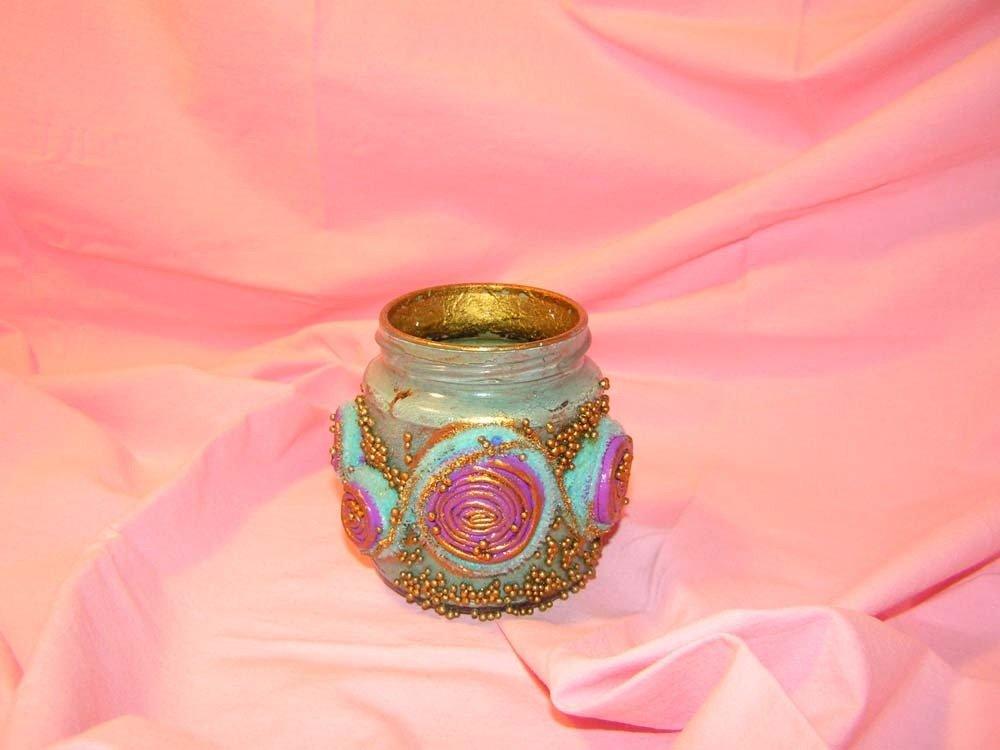 Barattolo di vetro rivestito con microsfere dorate e girelle di stoffa