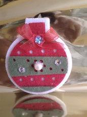 Spilla palla di Natale in feltro