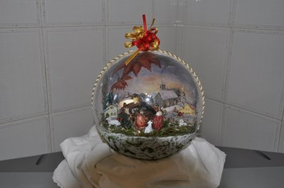 Sfera con presepe all'interno