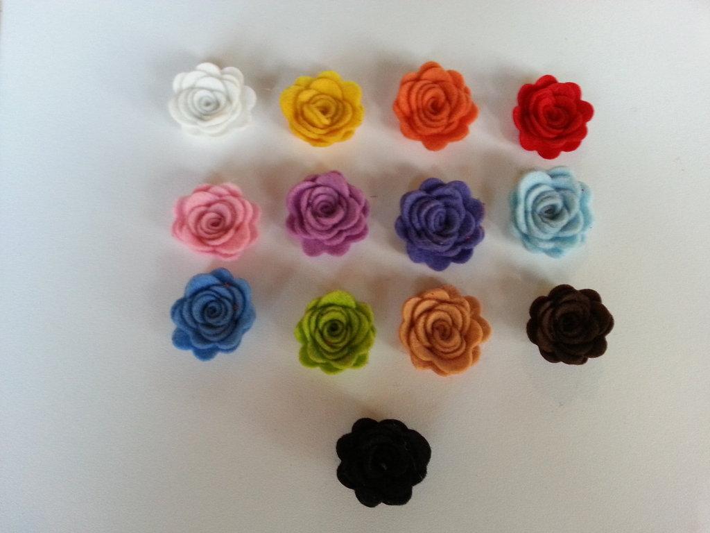 SET 2 ROSE IN FELTRO PANNOLENCI CM 4.3