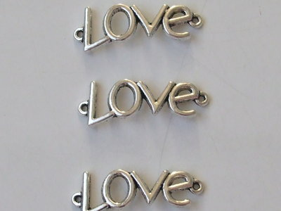 """3 charms connettori """"love"""" 35x12mm"""