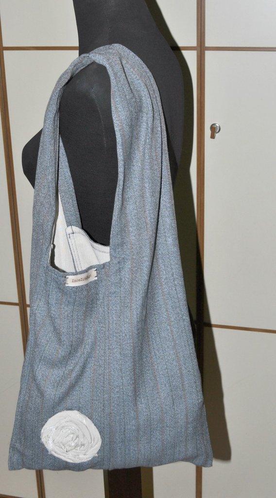 Borsa a spalla realizzata con stoffa vintage.