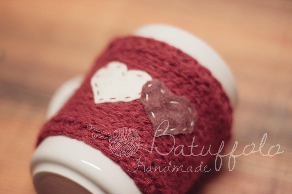 Copri tazza mug - Rosso con cuori bianchi