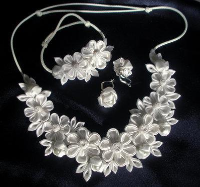 Set (collana, braccialetto, orecchini)  kanzashi fatta a mano