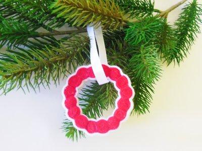 Decorazione natalizia a ghirlanda bianca e rossa
