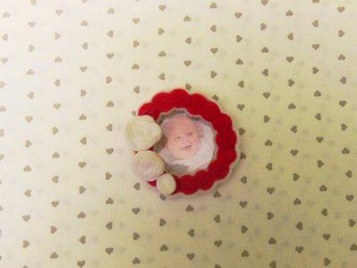 Calamita 'cornice di famiglia' in feltro rosso e bianco