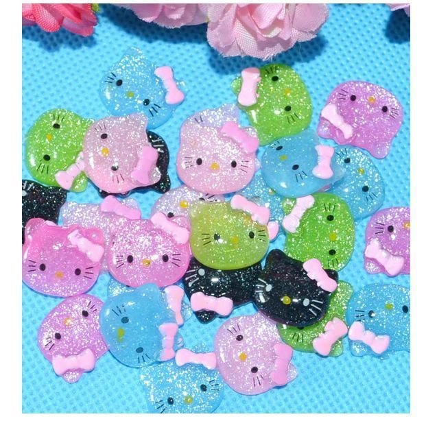 cabochon hello kitty e in resina 16x15 mm 4 pezzi colori mix
