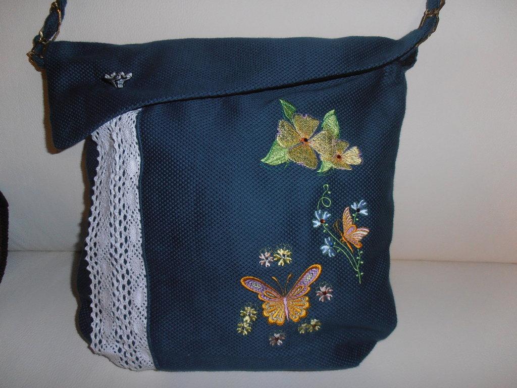 Bella borsa, a tracolla da giorno, in tessuto impreziosita da deliziosi ricami