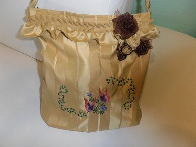 romantica borsa a tracolla in tessuto e delicati ricami