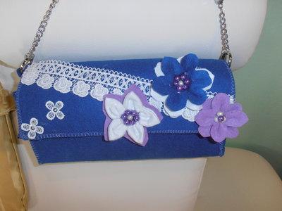 incantevole e romantica piccola  borsa in feltro bluette