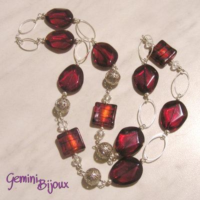 Collana lunga sfaccettate e quadri rosso siam e perle filigranate
