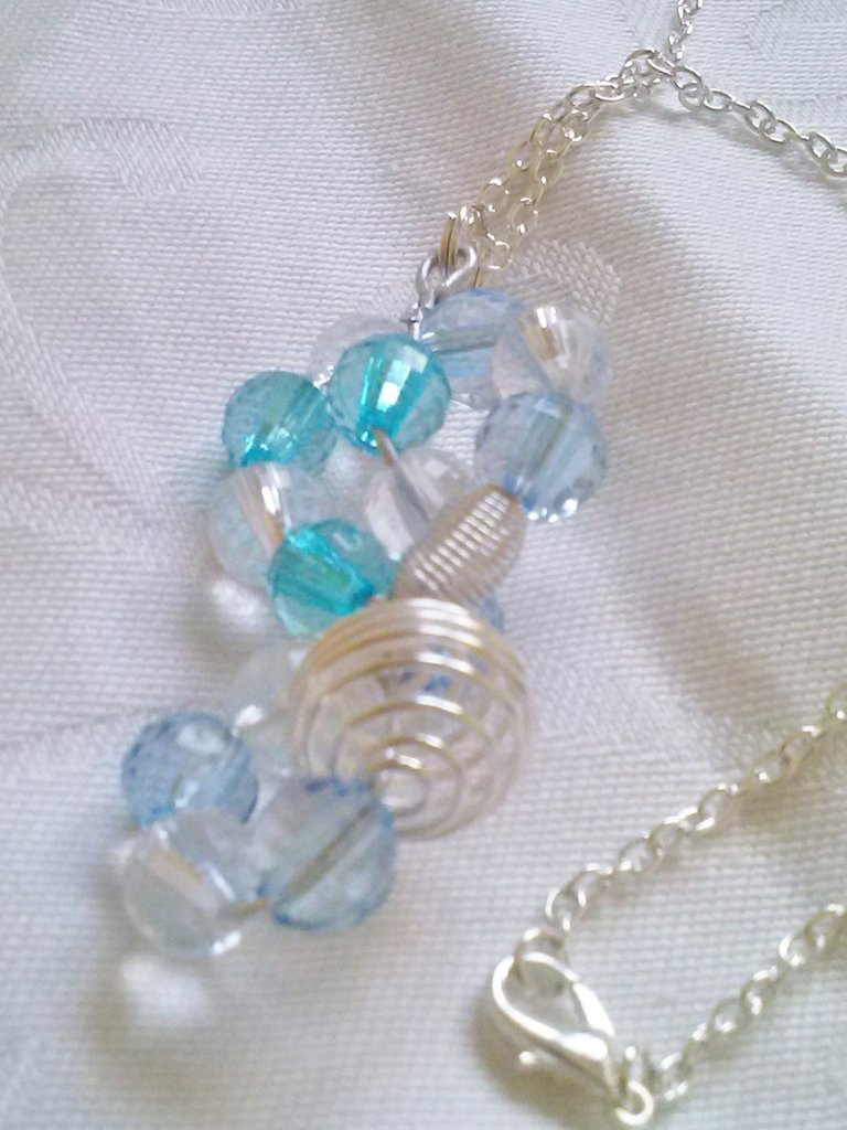ciondolo cristalli sintetici azzurri e con catenina in metallo con moschettone - natale