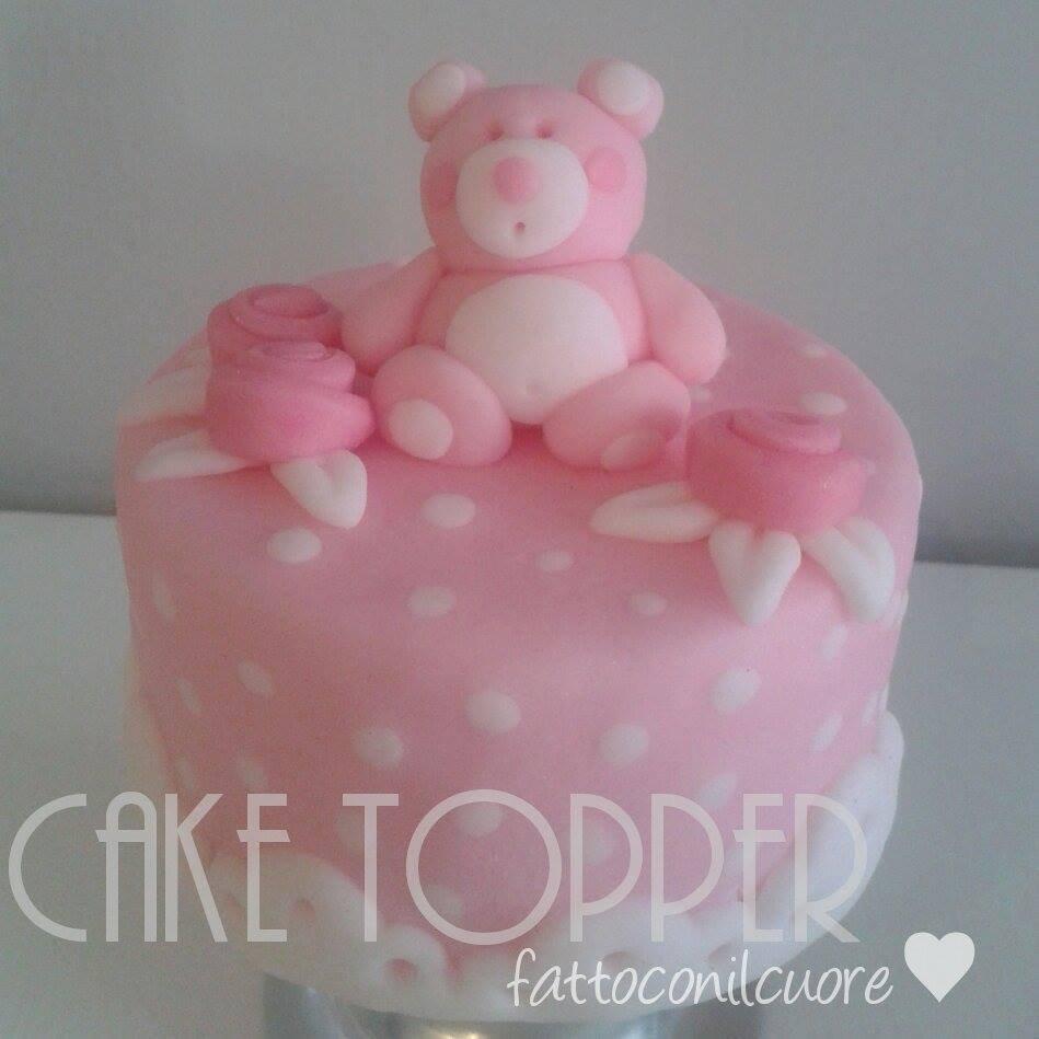 cake topper per torta bimba di colore rosa a pois in pasta di zucchero