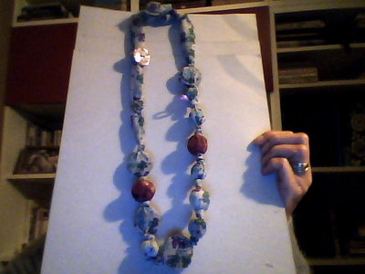 collana tessuto  e medaglioni