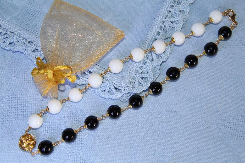 Collana artigianale fatta a mano agata bianca e onice nero - idea regalo