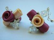 Orecchini pendenti swarovski con Bouquet di roselline in fimo fuxia e rosa fatto a mano