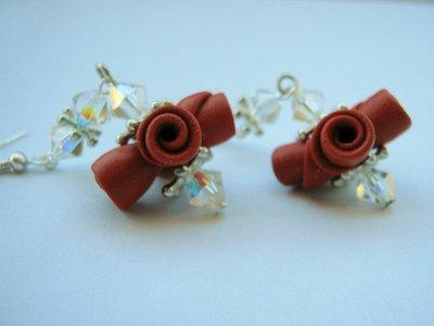 Orecchini rosso glitter pendenti  swarovski con Bouquet di rose in fimo fatto a mano
