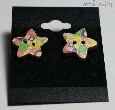 Orecchini a stella in legno stampati