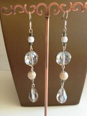 Orecchini pendenti con cristalli e perline zigrinate argentate - nickel free
