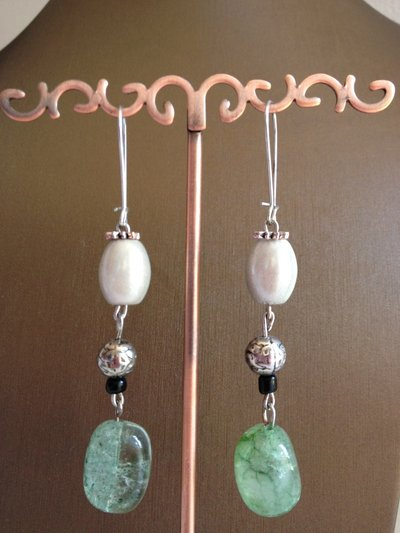 Orecchini con perle cangianti e Fluorite verde chiaro