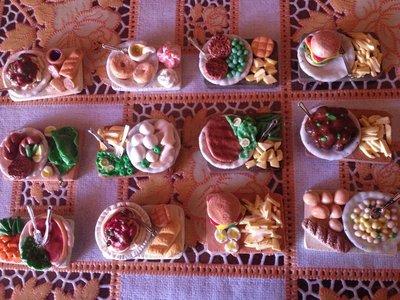 calamite vassoi e piatti con cibo interamenti fatti a mano