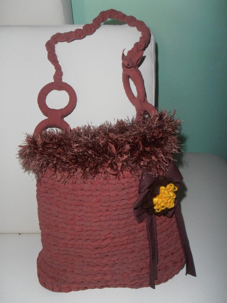 graziosissima borsa in fettuccia invernale di alcantara