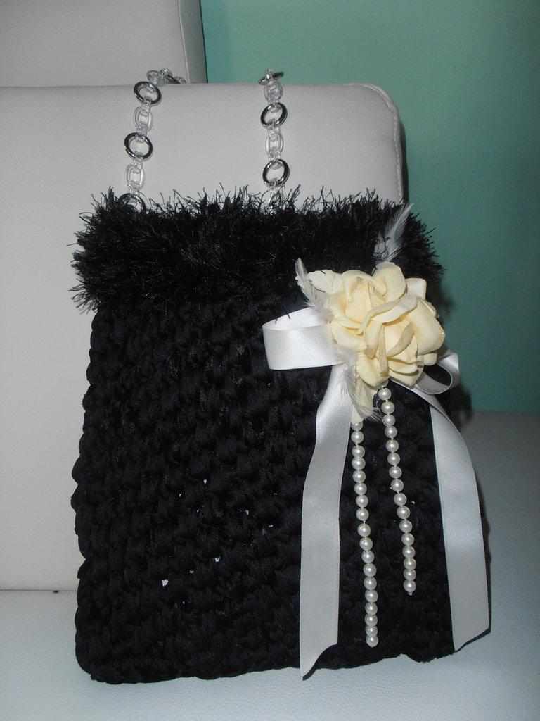 semplicemente elegante borsa in fettuccia di velluto e tracolla gioiello