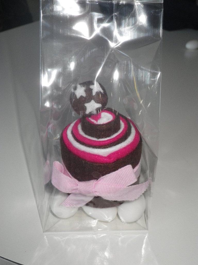 Bomboniera in pannolenci a forma di cup cakes