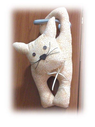 Gattino appeso stoffa