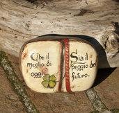 Dipinto su pietra - LIBRO CON AFORISMA - Opera d'arte - Idea regalo - oggetto da collezione