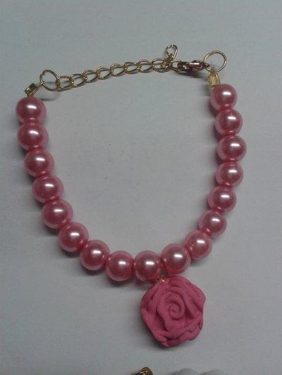 Bracciale con perle e rosa