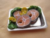 1/12 MINIATURE - vassoio con salmone - salmon tray with lemon and salad