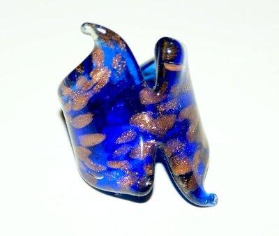 anello in vetro color blu