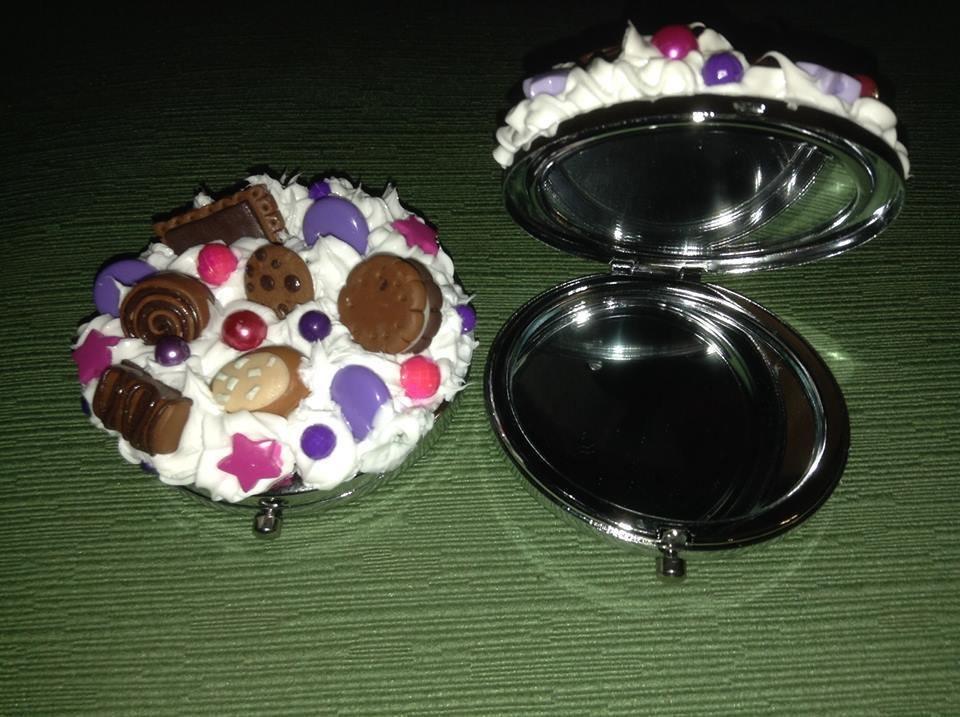 Specchietto da borsetta, con panna e dolci