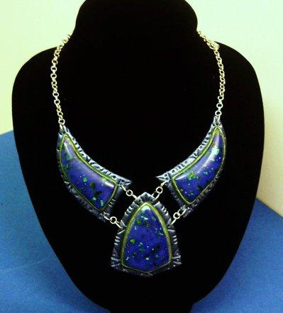 Collana in pasta polimerica e pietre naturale blu