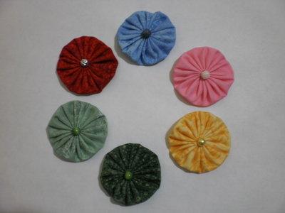 Yo-yo di stoffa per centrotavola, borse, maglie, bomboniere